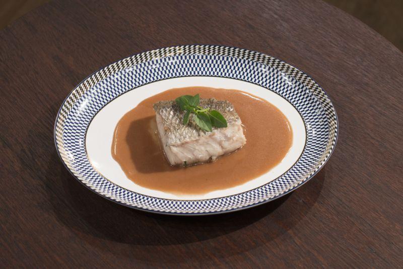 Baião de dois com couve, queijo coalho e vinagrete de maxixe
